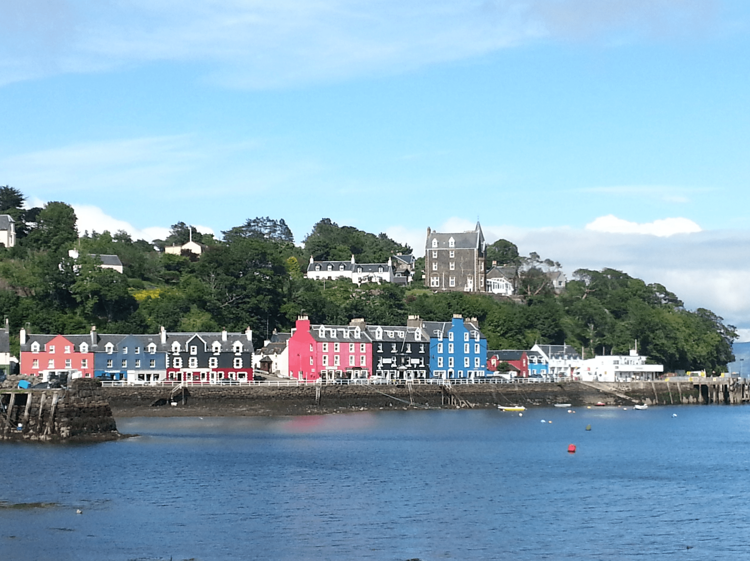 Picture of tobermory harbour in sunshine taken on our Hebrides – Four Day Tour